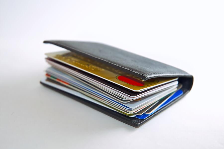 Deja de acumular tarjetas en la cartera